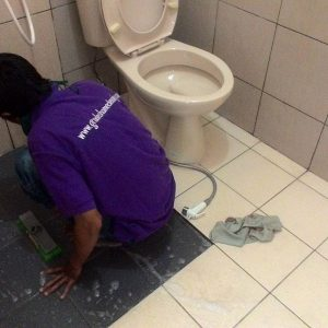 tips cara membersihkan toilet