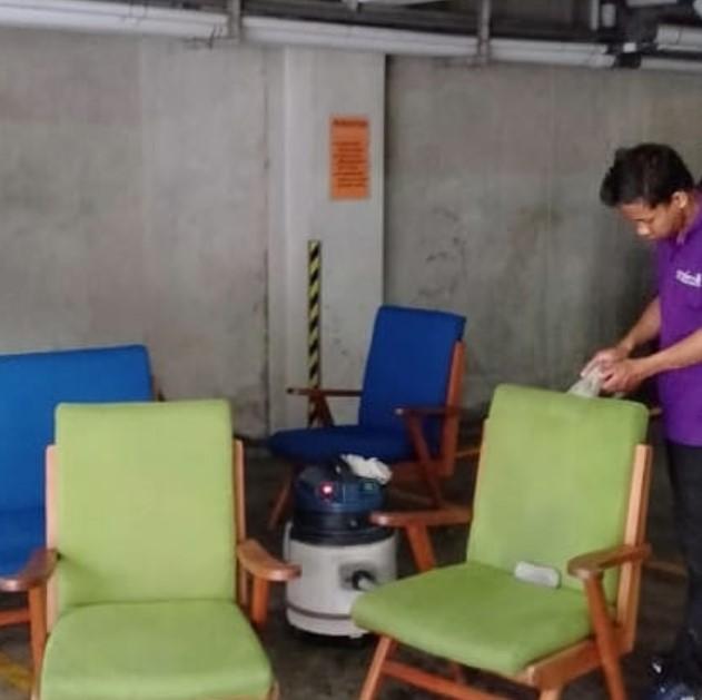 Cara Membersihkan Sofa Kulit Sintetis