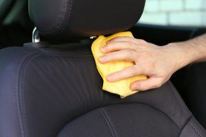 cara membersihkan noda jok mobil kain