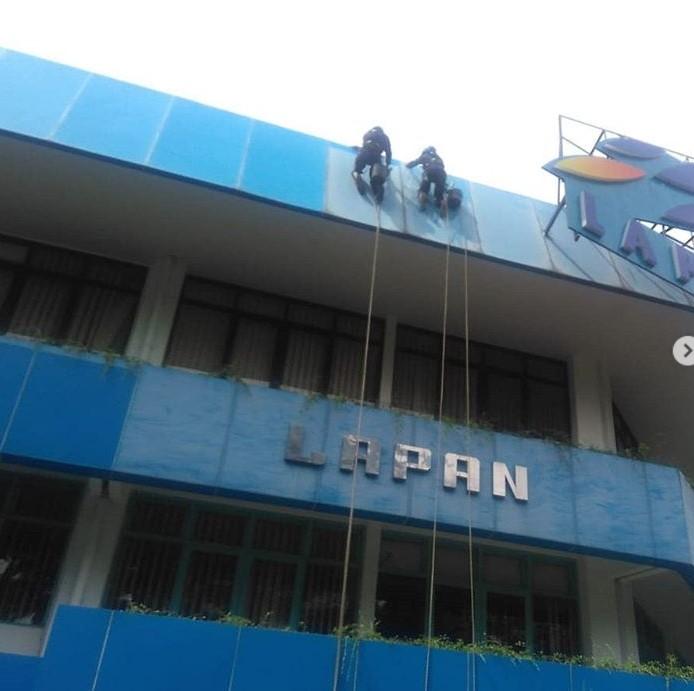contract cleaning pembersihan kaca gedung